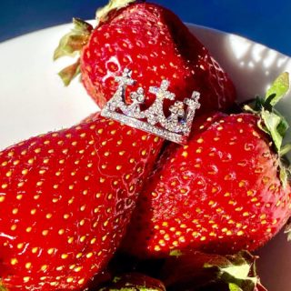 Always wear your invisible or maybe visible crown!👑 #orovildiridis #vildiridis #yourlovemessenger #ring #diamondring #diamonds #whitegoldring #handmadejewelry #greek #greekjewelry #greekjewelrydesigners #crownring #crownjewels #giftforher #unique #luxurylifestyle #luxurygift #strawberries #highjewelry #springcollection #specialorder #ordernow