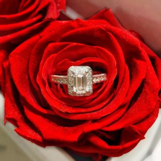 We love our emerald cut diamond rings! Did you know that women who choose this cut have a very good sense of who they are? This woman wears her diamond, instead of allowing her diamond to wear her💍✨ #orovildiridis #vildiridis #yourlovemessenger #diamondring #emeraldcutdiamond #engagementring #ring #diamond #redrose #weddingring #solitairering #giftforher #highjewelry #luxurygift #proposalring #lovering #luxurygiftideas #surprisegift #surpriseproposal #rosebox #eternityroses #luxuryjewelry #handmadejewelry #greek #greekjewelry #greekjewelrydesigners