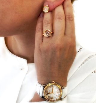 Make a total white look more stunning by adding two-tone jewelry and watch from Chopard ♥️ #orovildiridis #chopard #happysport #happydiamonds #happyspirit #chopardwatch #chopardring #twotonejewellery #happyheart #totalwhite #totalwhitelook #twotonewatch #rosegold #rosegoldjewelry #youovemessenger #luxuryjewelry #diamonds #diamondwatch #giftforher #luxurygift #style #lovechopard