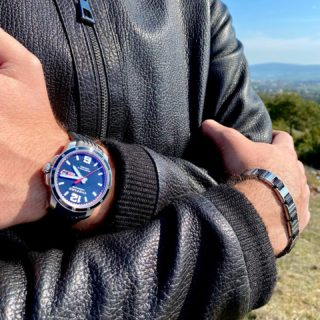 'People say that lovers of fine cars also have a great weakness for fine timepieces and vice versa. In both cases, sporting elegance and outstanding performance are especially important.' Karl-Friedrich Scheufele✨Discover Chopard's Mille Miglia GTS watch and bracelet✨ #orovildiridis #vildiridis #yourlovemessenger #chopard #millemiglia #gts #menswatch #swissmade #lovechopard #luxurywatch #mensbracelet #luxurylifestyle #watchenthusiast #watchlover #giftforhim #sportwatch #infashion #mensfashion #mensstyle