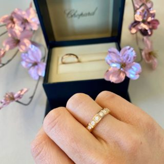 The Ice Cube wedding rings from Chopard are our favorite ones✨ #orovildiridis #vildiridis #yourlovemessenger #chopard #icecube #chopardicecube #icecubering #diamondring #rosegold #lovechopard #rosegoldweddingband #weddingrings #diamondweddingring #luxurywedding #luxurylifestyle #finejewelry