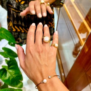 Master your summer style, by adding yellow gold jewels with pearls✨ #orovildiridis #vildiridis #yourlovemessenger #ring #bracelet #gold #yellowgold #pearls #pearlring #pearlbangle #goldring #ringparty #chevalier #greekjewelrydesigners #greek #greekjewelry #summerstyle #summer2021 #newcollection